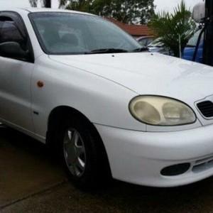 1998 Daewoo Lanos SE White 5 Speed Manual Sedan
