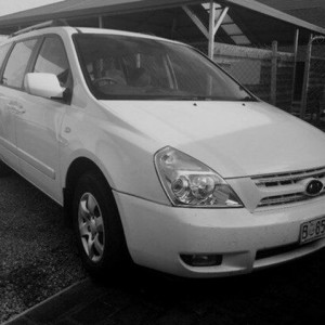 2009 Kia Grand Carnival VQ EXE Clear White 5 Speed Automatic Wagon