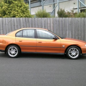2000 HOLDEN COMMODORE AUTO (LOW KLMS)