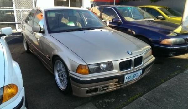 1993 BMW 318i Sedan
