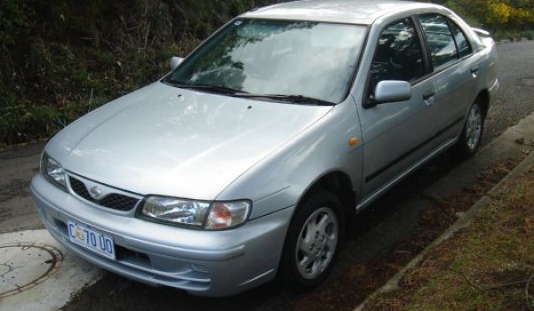 1999 Nissan Pulsar Plus LX Sedan