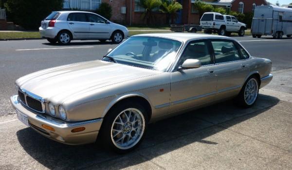 1999 Jaguar XJ8 Sedan