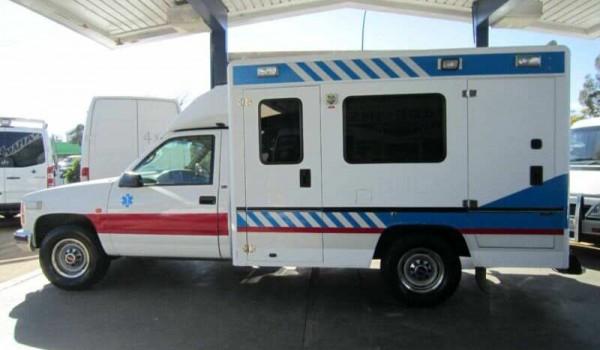 2000 GMC (Holden) Sierra Ex-Ambulance