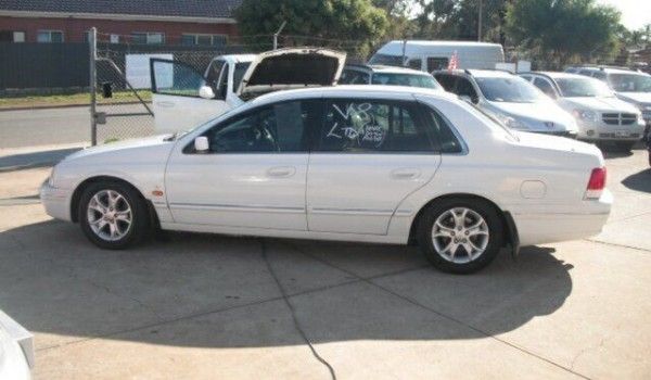 2001 Ford LTD Auii White 4 Speed Automatic Sedan