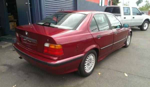 1992 BMW 320i Sedan
