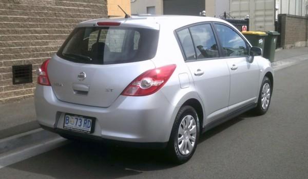 2010 NISSAN TIIDA AUTO