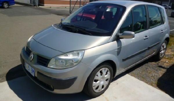 2005 Renault Scenic II Dynamique Hatchback.